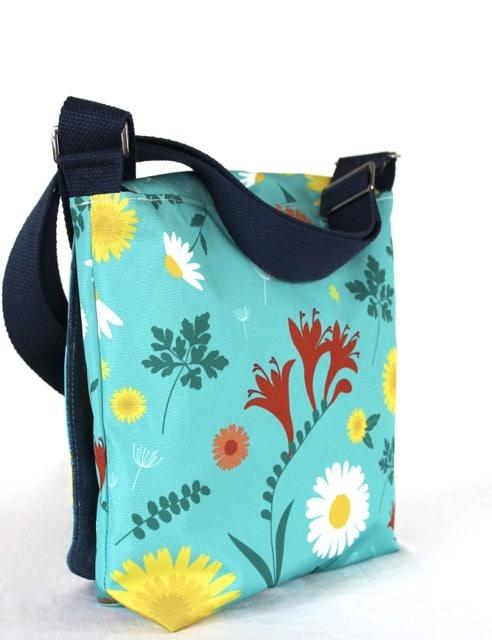 Fiona Small Messenger Handbag in Blue Daisy