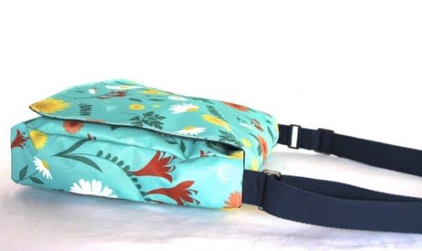 Clare Large Messenger Handbag in Blue Daisy